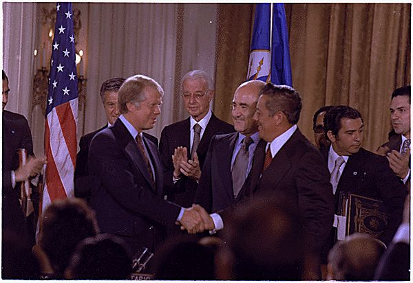 Jimmy_Carter_and_General_Omar_Torrijos_signing_the_Panama_Canal_Treaty