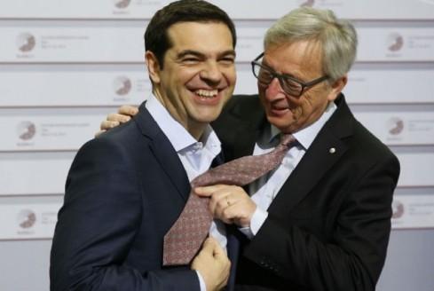 tsipras-juncker-gravata-630