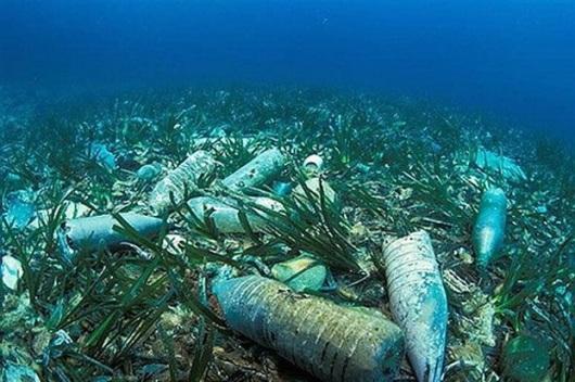 Αποτέλεσμα εικόνας για πλαστικο στον βυθο της θαλασσας